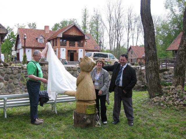 New wooden statue – BEBRAS