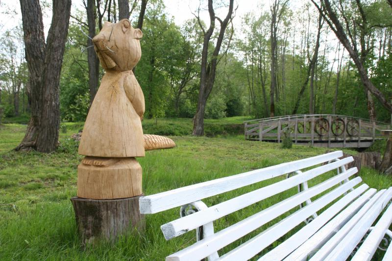 Wooden statue – BEBRAS