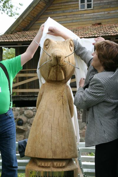 Disclosure of wooden statue